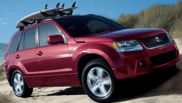 Suzuki Vitara 2006 - Red with roof rack and surf board