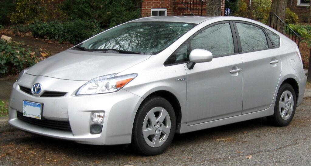 2010-2011_Toyota_Prius_--_12-21-2011